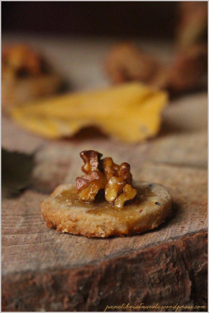Biscotti con miele noci e nocciole