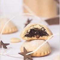 Bocconotti abruzzesi con mandorle e cioccolato