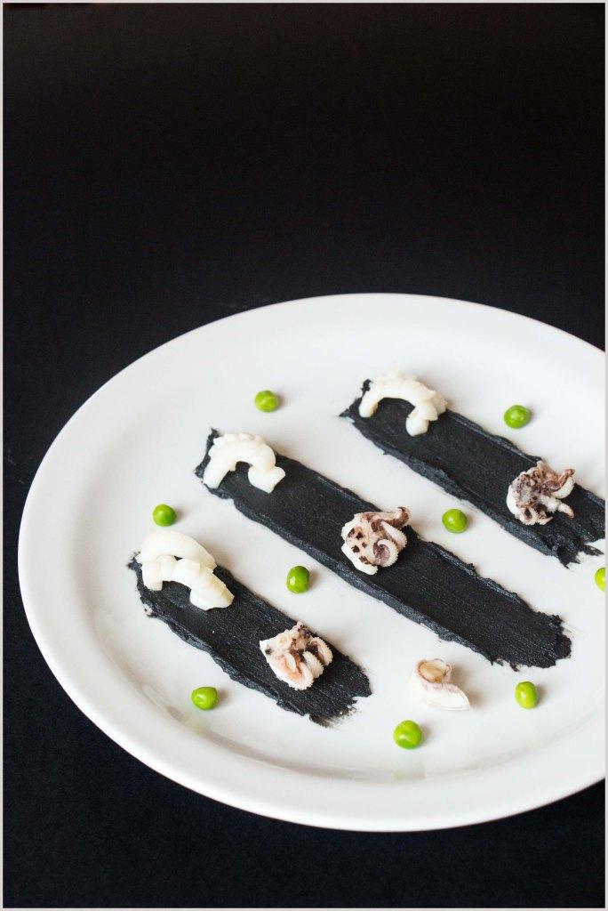 seppie piselli con purè al nero di seppia-4